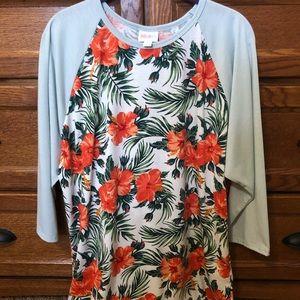 Tropical themed baseball type shirt 🌴🌺🌿